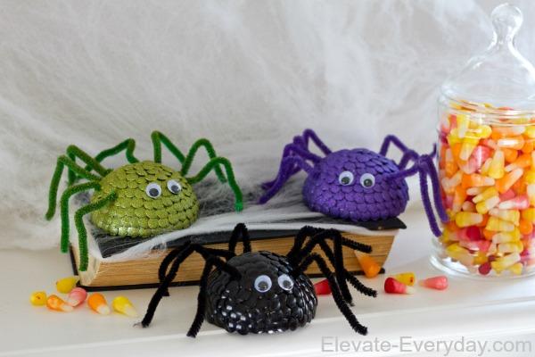 thumb tac spooky spiders