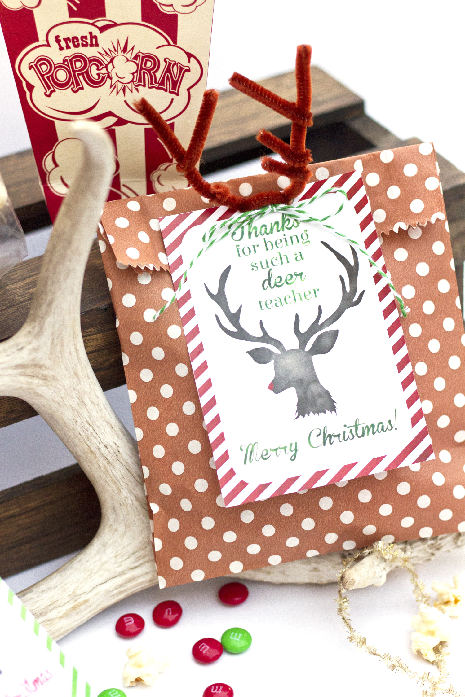 A Super Cute Free Deer Printable featured by Utah life and style blog, By Jen Rose: festive popcorn treats