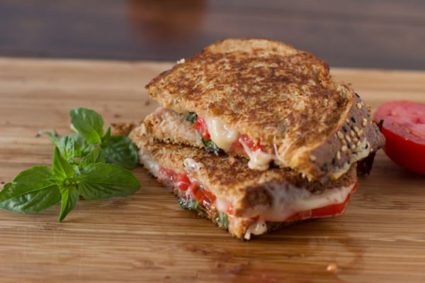 Oprahs-grilled-cheese-ohsweetbasil.com_-600x399